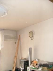 居間 天井、壁 クロス貼替え
