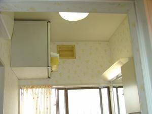洗面 壁、天井クロス貼替え、吊戸棚取付